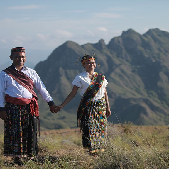 wedding on top of padar island
