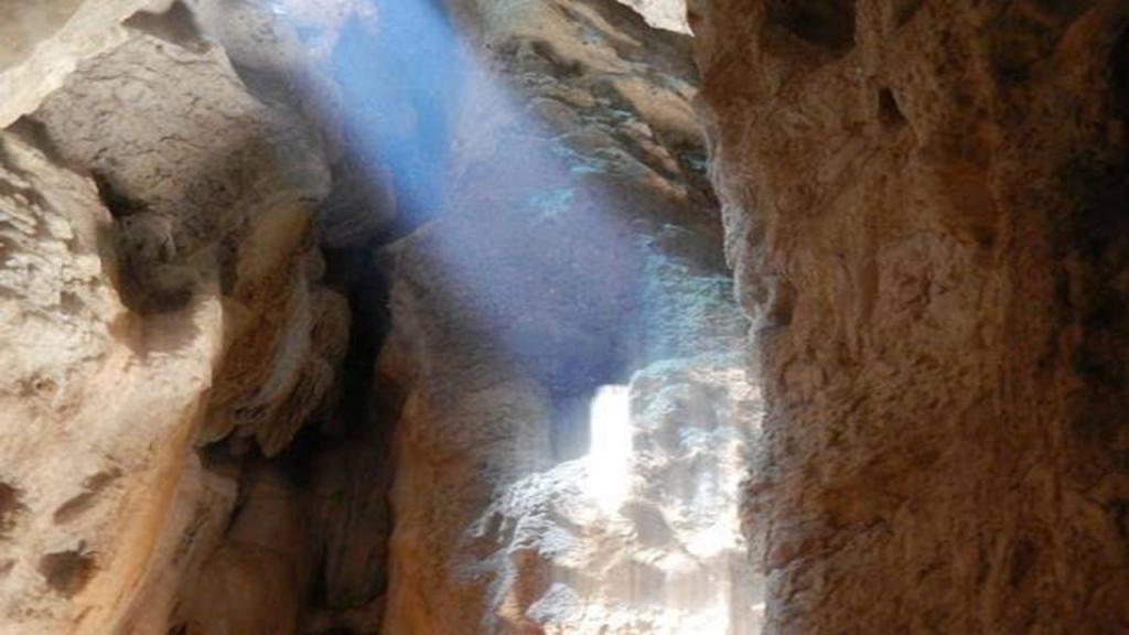 mirror cave near labuan bajo